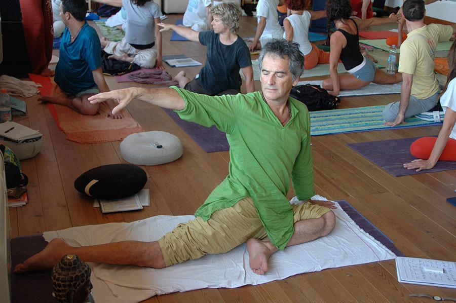 Carlos-Fiel-maestro-yoga
